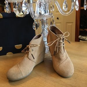 Toms Camel Suede Lace Up Ankle Wedge Boots 6.5